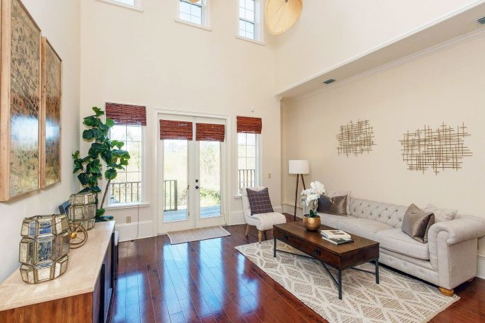 mediterranean-townhome-living-room-i-and-i-homes-home-staging-orlando